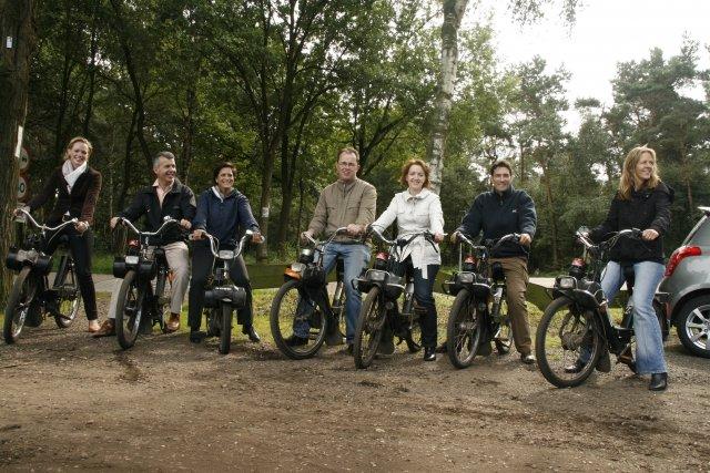 Solex rijden rondje Hooghei met Boeren sporten en buffet